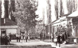 Торжественная линейка, посвященная открытию новой школы